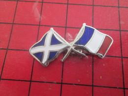 312b Pin's Pins / Beau Et Rare / THEME : SPORTS / THE OLDE ALLIANCE FRANCE ECOSSE DRAPEAUX Y'a Plus Qu'eux Qu'on Batte ! - Rugby