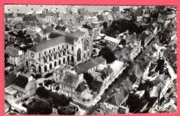 50 SAINT-VAAST-la-HOUGUE - Vue Aérienne De L'église Et Rue Principale - Saint Vaast La Hougue