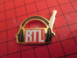 313F Pin's Pins / Beau Et Rare / THEME : MEDIAS / RADIO RTL CASQUE AUDIO - Médias