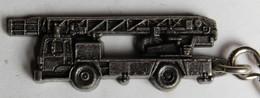 Porte Clefs Sapeurs Pompiers Camion De Pompiers Grande échelle Riffaud EPa 30 S - Firemen