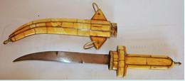 BON COUTEAU Oriental, Poignard Traditionel De Belle Fabrication.Ancien - Knives/Swords