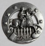 équitation Médaille ? Récompense ? Pièce De Métal Embouti Cheval Jockey Cavalier à Identifier - Equitation