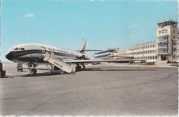 Bt - Cpsm Petit Format NICE - Aéroport - La Caravelle Sur La Piste D'envol - Transport Aérien - Aéroport