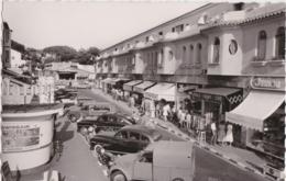 Bt - Cpsm Petit Format JUAN Les PINS - La Promenade Du Soleil (voitures, 2CV, Commerces) - Juan-les-Pins