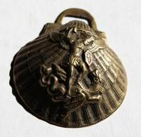 à Identifier Pendentif Ancien Forme Coquille Saint Jacques Saint Michel Terrassant Un Dragon Guerre 14-18 ?? - 1914-18