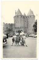 PHOTO - La Cité De CARCASSONNE - Vieilles Voitures -  Ft 10,5 X 7 Cm  - - Lieux
