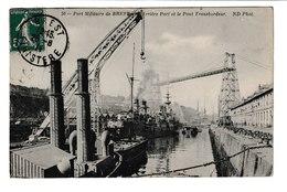 FRANCE / CPA / BREST / PORT MILITAIRE /PONT TRANSBORDEUR / 1911 - Brest