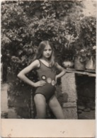 Fotografia Cm. 7,3 X 10,5 Con Ragazza In Costume Da Bagno Anno 1970 - Personnes Anonymes