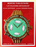 """SUPER PIN'S MONTRE Arthus BERTRAND : Emise Pour """"SALAISONS ARTISANALES"""" Version """"COCHONS BLANCS"""" ZAMAC Or 3D 3,5X3cm - Arthus Bertrand"""