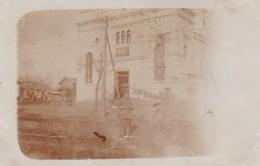 AK Foto Sârbii  - Gruppe Deutsche Soldaten Vor Zerschossener Kirche - 1918 (41214) - Rumänien