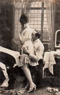 B&W - RPPC - Real Photo Véritable - Homme Caressant Jolie Femme Sexy - Man Cuddling Nice Lady - Woman - 2 Scans - Sherbrooke