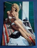 Brigitte Bardot - Sexy Portrait Im Weißen Bikini Mit Zigarette - Alte Starpostkarte (spk124) - Actors