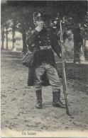 Armée Belge   *  Un Baiser (Soldaat Met Geweer) - Régiments