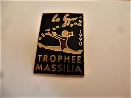 PINS GYNASTIQUE TROPHEE MASSILIA   LA GYM 1990 / 33NAT - Ginnastica