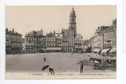 - CPA CAMBRAI (59) - La Place D'Armes Et Le Beffroi - Editions Lévy N° 5 - - Cambrai