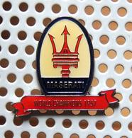 Pin's Championnat Sport Automobile MASERATI Champion Du Monde 1957 - Pin's