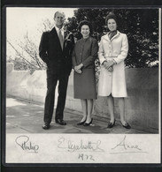 QUEEN ELIZABETH II , PRINCE PHILIP And ANNE, PRINCESS ROYAL - Vintage Photo WITH Reprint Autographs (MIL2-73) - Reproductions