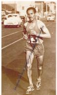 ATHLETISME : PHOTO (1956), JEUX OLYMPIQUES DE MELBOURNE (AUSTRALIE), ALAIN MIMOUN REMPORTE LE MARATHON (2 SCANS) - Athlétisme