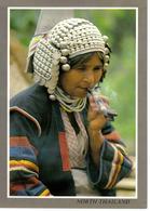 North Thailand Thaïlande Eko Hilltribe Vieille Femme Fumeuse De Pipe Gros Plan - Thailand