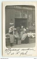 Carte-Photo - Une Famille Devant La Devanture D'un Magasin - E. Merle - Primeurs - Envoyée à Grenoble - Magasins