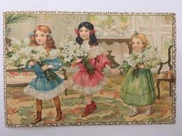 CPA Ou Gravure, Gaufrée, 3 Petites Filles Avec Des Bouquets De Fleurs - Dibujos De Niños