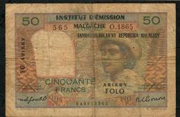 MADAGASCAR P51b 50 FRANCS 1961 FINE - Madagascar