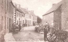 Guerlesquin (29 - Finistère) La Rue De La Poste - Guerlesquin