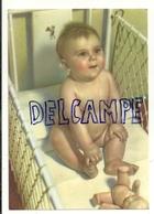 Bébé Et Poupée Dans Un Lit Cage - Portraits