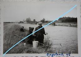 Photo RUYSBROECK Sint Pieters Leeuw Kanal Binnenscheepvaard Péniche Canal Bruxelles Charleroi 1945 Pêche Pêcheur - Lieux