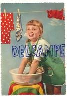 Petite Fille Qui Lessive - Jeux Et Jouets