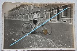 Photo BOIS D'HAINE Manage La Louvière Vielle Rue Animée Enfant à Vélo Fiets - Lieux