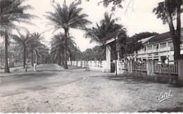 AFRIQUE NOIRE - COTE D'IVOIRE - ABIDJAN : La MAIRIE Boulevard BIR-HAKEIM - CPSM Dentelée Noir Blanc Format CPA - Africa - Ivory Coast