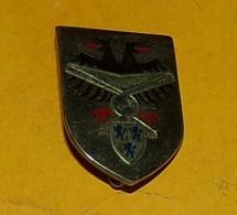 B.A. 103, CAMBRAI, Plat, Dos Guilloché Argenté, Aspect Brillant, FABRICANT DRAGO PARIS,HOMOLOGATION 1020,  BON ETAT VOIR - Armée De L'air