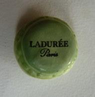 FEVE PUBLICITAIRE LADUREE - MACARON PISTACHE 2002 OU 1999 - Frühe Figuren