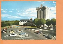 CPSM Grand Format - PONS - Le Donjon - L'Hotel De Ville Et La Place De La République - Autobus Ancien Autocar Voiture - Pons