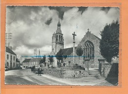 CPSM Grand Format Abimée - COMBRIT - Eglise - Voiture Ancienne - Combrit Ste-Marine