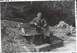 Lintgen  -  Den Robert Mecht En Rascht Op Der Bänk   Dim. 90x60mm - Stereoscopic