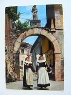 PETTORANO SUL GIZIO   L'AQUILA   COSTUME TIPICO    VIAGGIATA  COME DA FOTO CON PIEGA - Costumi