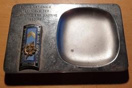 Insigne ENTSOA Issoire Sur Cendrier Ou Vide-poche En Bronze Chromé - Esercito