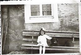 Ganz Stolz Setzt Mädchen Bei Sengem Mupp Op Der Bänk   Dim.80x60mm - Stereoscopic