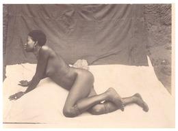 BENIN   FEMME NUE ALLONGEE  1926.30 - Africa