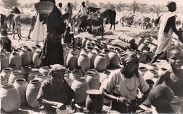 NIGER-ZINDER-LE MARCHE-POTERIES HAOUSSA-REAL PHOTO-VIAGGIATA 1955 - Niger