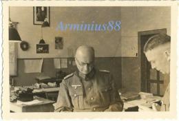 Frühling 1940, In Mayen /Eifel - Im Büro - Kriegsgerichtsrat - Amtsstubenbild Von Hitler - 12. Armee (AOK 12), Abt. IV A - Krieg, Militär