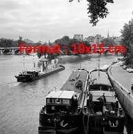 Reproduction D'une Photographie Ancienne De Péniches Sur La Seine à Paris En 1963 - Reproductions