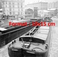 Reproduction D'une Photographie Ancienne Des Péniches Bloquées Par Le Gel Sur Le Canal Saint-Martin En 1966 - Reproductions
