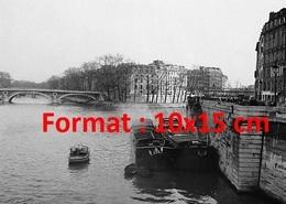 Reproduction D'une Photographie Ancienne De Péniches Sur La Seine à L'île Cité à Paris En 1957 - Reproductions