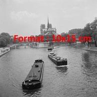 Reproduction D'une Photographie Ancienne De 3 Péniches Au Défilé Fluvial En 1955 - Reproductions