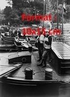 Reproduction D'une Photographie Ancienne De La Destructions Des Barricades De Péniches à Bougival En 1937 - Reproductions