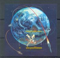 Mua009 TRANSPORT RUIMTEVAART PLANEET AARDE SATELLIET PLANET EARTH SPACE SATELLITE KAMPUCHEA CAMBODGE 1984 PF/MNH - Azië