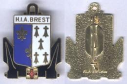 Insigne De L'Hôpital D'Instruction Des Armées De Brest - Type I - Services Médicaux